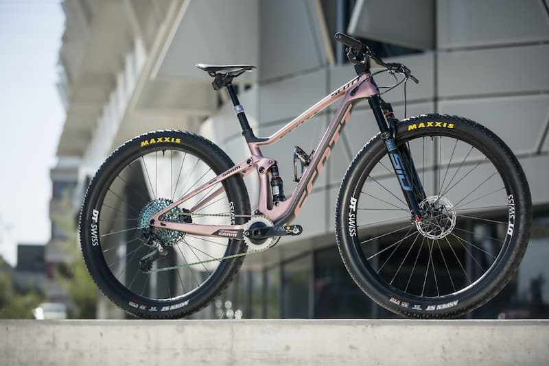 Bike vs Bike – Nino Schurter and Kate Courtney's Scott Sparks